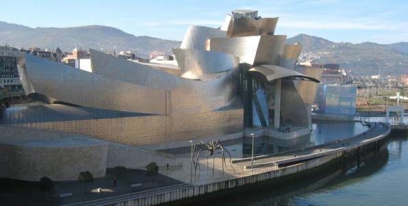 Prédio do museu Guggeinheim em Bilbao, Espanha.
